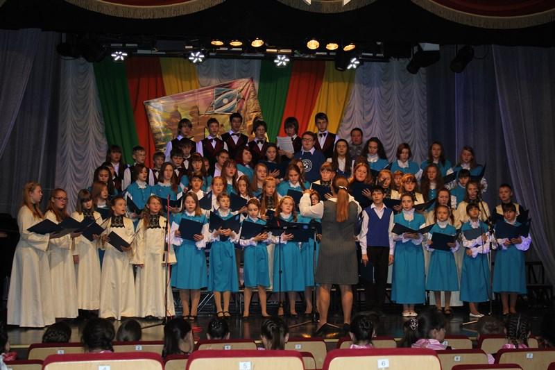 Хор русской песни, быстро завоевал популярность и 27032006г получил звание образцовый художественный коллектив